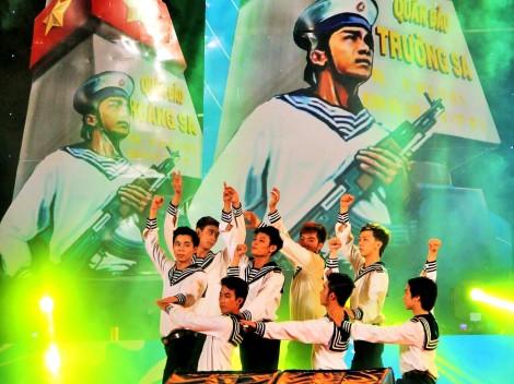 Cần Thơ cử Đội nghệ thuật xung kích thăm và biểu diễn động viên bộ đội  tại quần đảo Trường Sa và Nhà giàn DK1