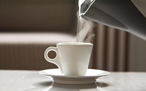 Lợi ích của uống nước ấm vào buổi sáng