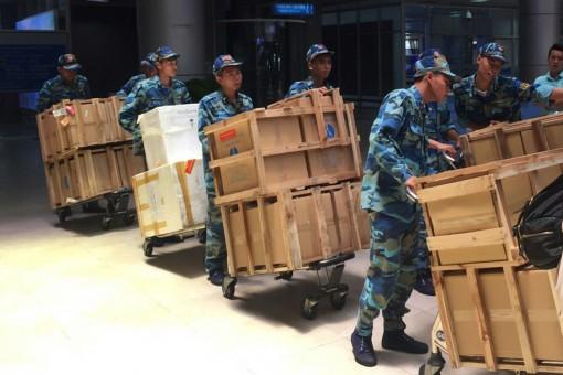 Đoàn công tác Văn phòng Chính phủ thăm, tặng quà quân dân Trường Sa