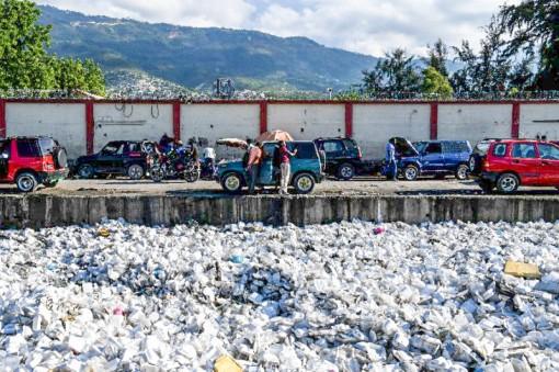 LHQ nhất trí siết chặt quản lý buôn bán rác thải nhựa