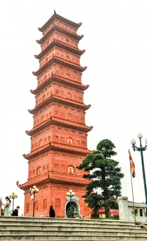Ly kỳ tháp cổ trên đỉnh Ngọc Sơn