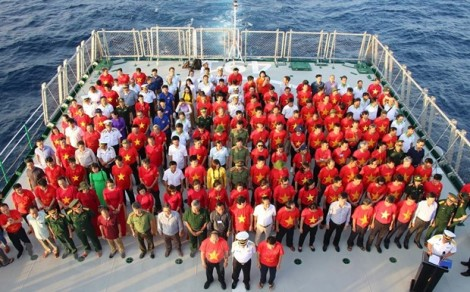 Hải trình 8 ngày vượt trùng khơi nối đất liền với biển đảo Trường Sa