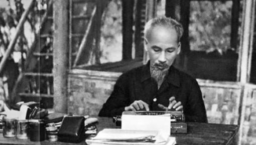 Trưng bày Bảo vật quốc gia về Chủ tịch Hồ Chí Minh