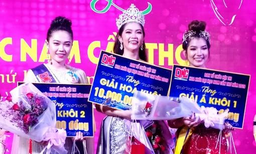 Trần Thị Thu Uyên đăng quang Hoa khôi Đại học Nam Cần Thơ lần thứ IV