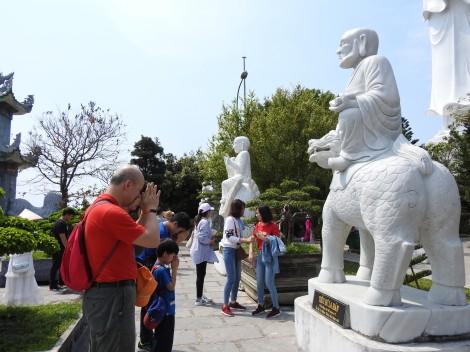 Vãng cảnh chùa Linh Ứng