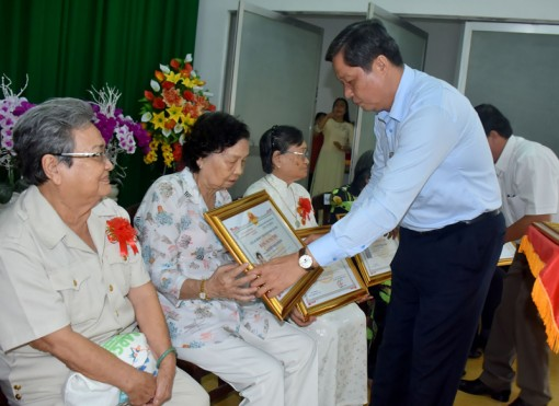 Mừng thọ 80 tuổi của 16 hội viên CLB Hưu trí