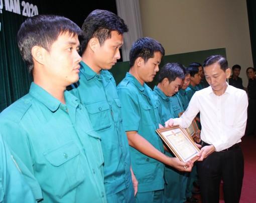 Đồng chí Võ Thành Thống, Chủ tịch UBND thành phố: Tiếp tục quan tâm chăm lo cho gia đình quân nhân tại ngũ