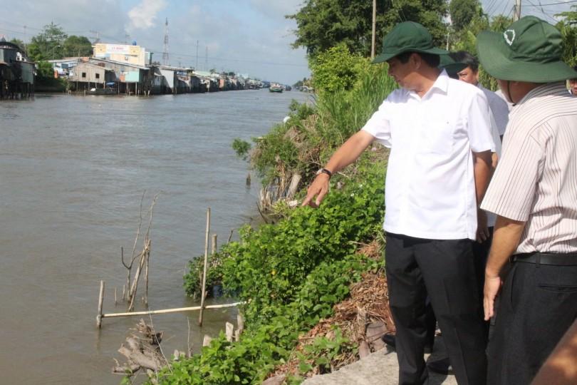 Đẩy nhanh tiến độ thực hiện công trình khắc phục sạt lở tại huyện Vĩnh Thạnh và quận Thốt Nốt