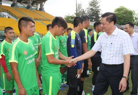 Lãnh đạo thành phố làm việc với Câu lạc bộ Bóng đá Cần Thơ