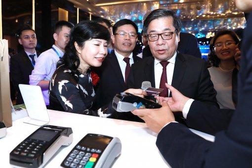 Các ngân hàng Việt chính thức thay thẻ từ bằng thẻ chip