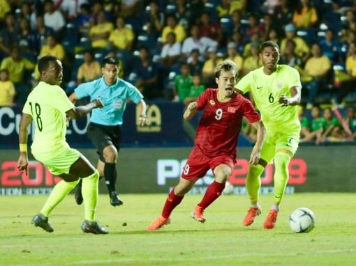 Thua ở loạt penalty, Việt Nam về nhì tại King's Cup