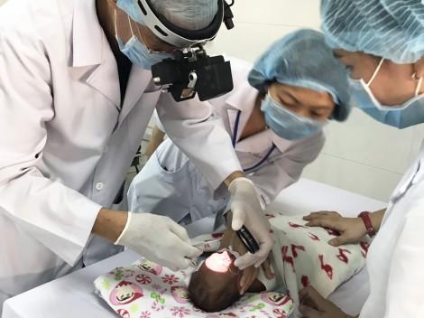 Trẻ sinh non, nhẹ cân cần được tầm soát ROP