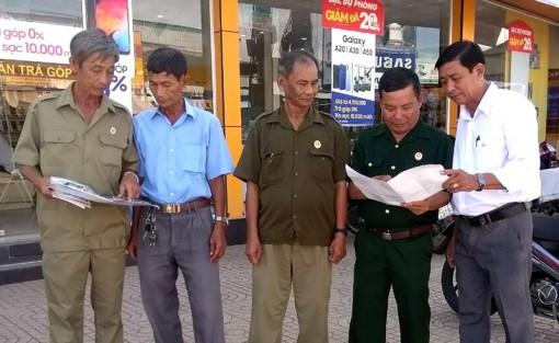 Cựu chiến binh huyện Cờ Đỏ tham gia giữ gìn trật tự an toàn giao thông