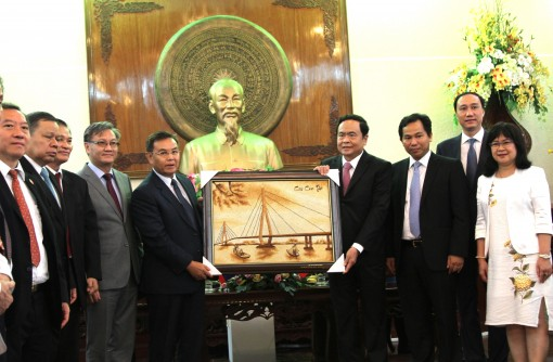 Front leader hosts Lao Front for National Construction delegation