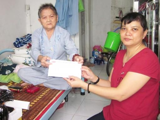 Thăm, tặng quà người cao tuổi neo đơn, bệnh tật