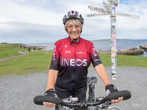 Cụ bà 81 tuổi chinh phục  chiều dài nước Anh bằng xe đạp