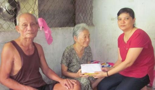 Hỗ trợ hai vợ chồng bệnh tật, khó khăn