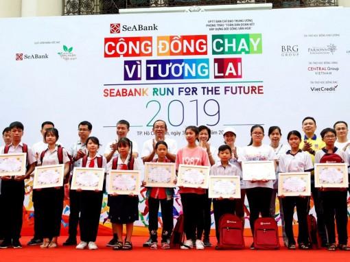 SeABank hỗ trợ học bổng cho học sinh nghèo hiếu học đến hết bậc phổ thông