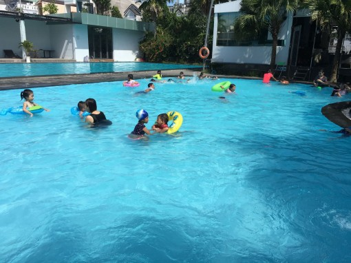 Phụ kiện cho bé đi bơi