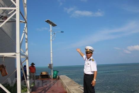 """Bài 3: Thắp sáng """"quần đảo bão tố"""" bằng năng lượng sạch"""