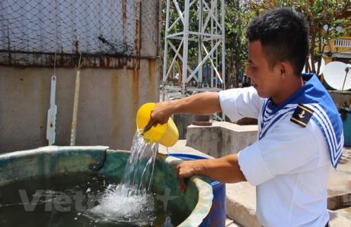 """Bài 2: """"Bầu sữa quý"""" giữa trùng khơi giúp Trường Sa thay da đổi thịt"""