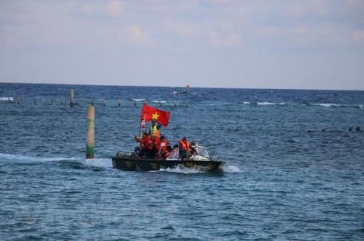 """Bài 5: """"Chở"""" Luật… ra khơi, giúp ngư dân vững tin bám biển"""