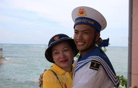 Bài 6: Hậu phương 'tiếp lửa' thương yêu cho lính đảo Trường Sa