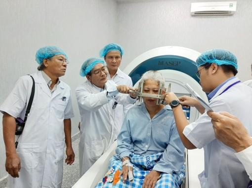 Điều trị u não không cần phẫu thuật