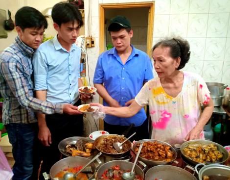 Quán cơm 23 tuổi giữa lòng phố thị Ninh Kiều