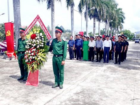 Bộ Chỉ huy Quân sự thành phố viếng các nghĩa trang liệt sĩ