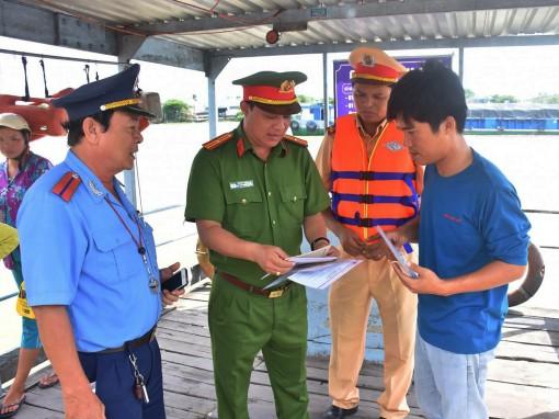 Chủ động kiểm tra hoạt động  bến khách ngang sông và bến thủy nội địa mùa mưa bão