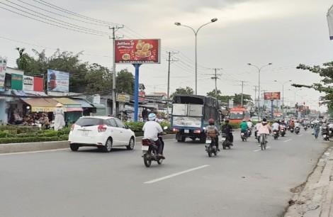 Đi bộ vẫn phải tuân thủ quy định về an toàn giao thông