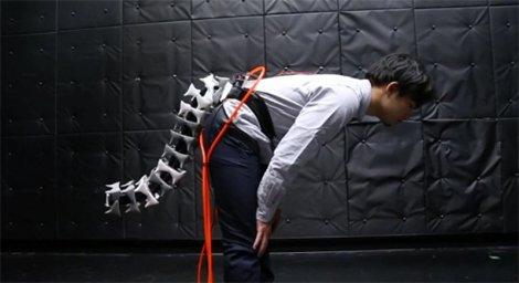 Đuôi robot giúp người già giữ thăng bằng