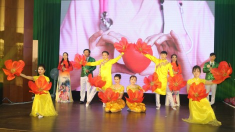 Hơn 200 cán bộ y tế tham dự hội thi đổi mới phong cách, thái độ phục vụ