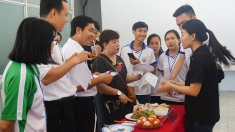 Sinh viên Cần Thơ giao lưu văn hóa với cán bộ, sinh viên Trường Đại học Chiang Mai (Thái Lan)