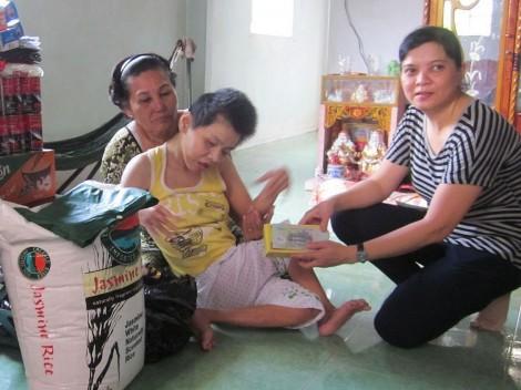 Hỗ trợ gia đình chăm sóc Hồng Nhung