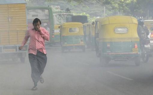 Ô nhiễm khói xe có thể dẫn đến AMD