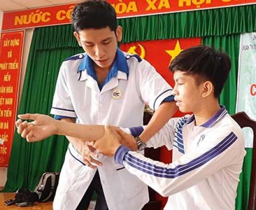 Hướng dẫn học sinh kỹ năng sơ cấp cứu
