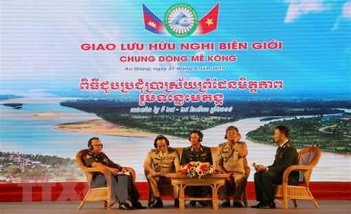 Tọa đàm giao lưu hữu nghị biên giới Việt Nam-Campuchia
