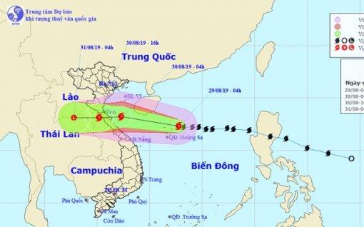 Trưa 30/8, bão số 4 đi vào đất liền từ Thanh Hóa đến Quảng Bình