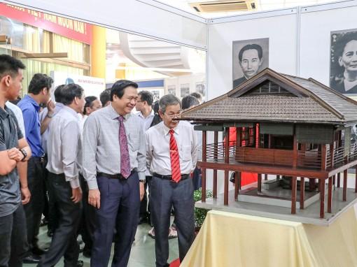 """Khai mạc triển lãm ảnh """"Long An - 50 năm thực hiện Di chúc của Chủ tịch Hồ Chí Minh"""""""
