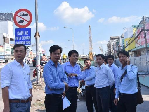 Khẩn trương khắc phục, duy tu, sửa chữa  mặt đường hư hỏng khu vực thi công  cầu Quang Trung (đơn nguyên 2)