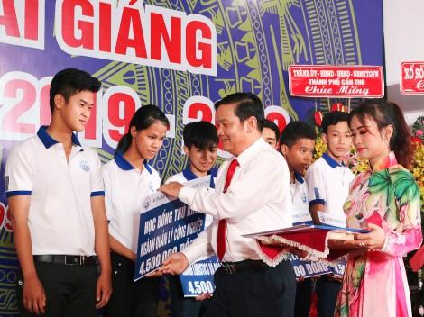 Trường Đại học Kỹ thuật - Công nghệ Cần Thơ đón 912 tân sinh viên
