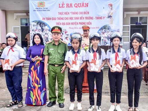 """Phong Điền ra quân thực hiện """"Tháng cao điểm an toàn giao thông cho học sinh đến trường - tháng 9"""""""