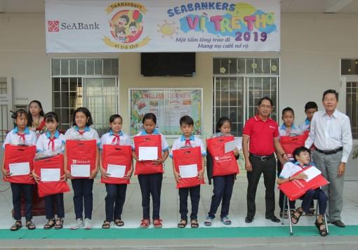 Báo Cần Thơ phối hợp với SeABank trao học bổng tại Trường THCS Hưng Phú