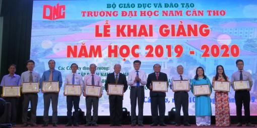 Trường Đại học Nam Cần Thơ khai giảng năm học mới