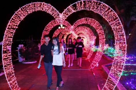 Rực rỡ sắc màu cùng lễ hội ánh sáng ở Cần Thơ