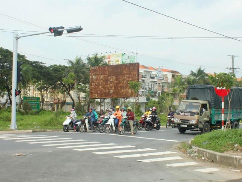 Lắp đèn tín hiệu giao thông  tại nút giao khu dân cư Nam Long