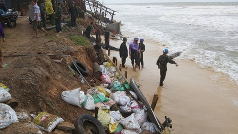 Hơn 1.000m bờ biển ở Phú Quốc bị sạt lở nghiêm trọng
