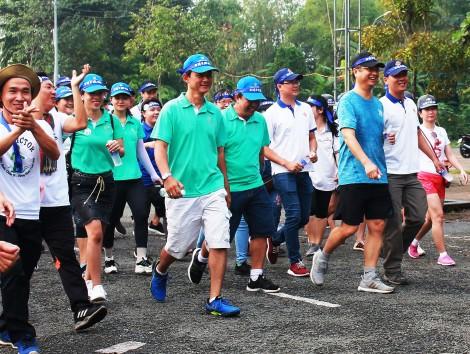 """Hơn 300 VĐV tham dự Giải Quần vợt """"Vì bệnh nhân nghèo""""  và Cuộc thi """"Đi bộ vì sức khỏe"""" năm 2019"""